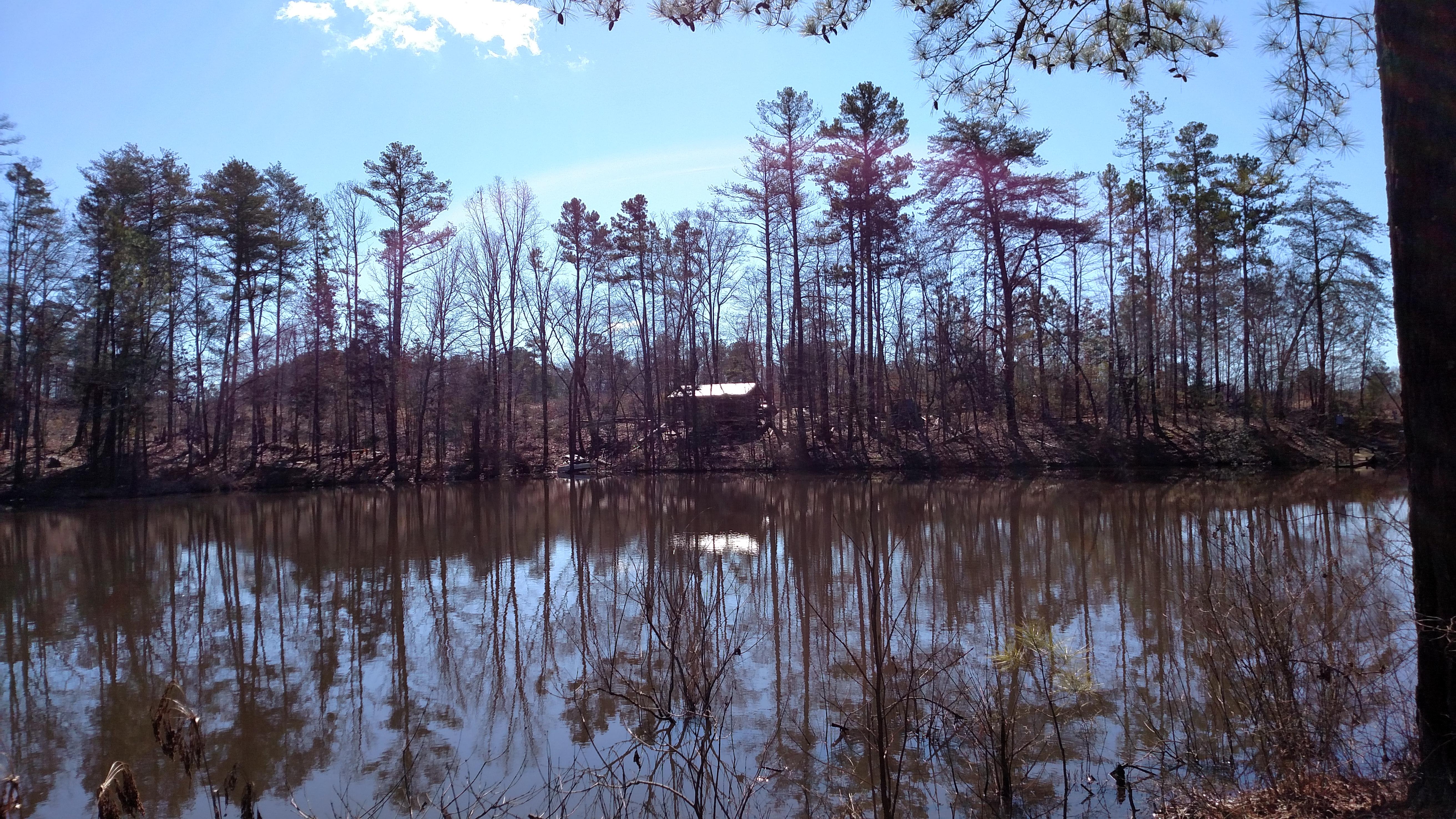 Pohled přes jezero
