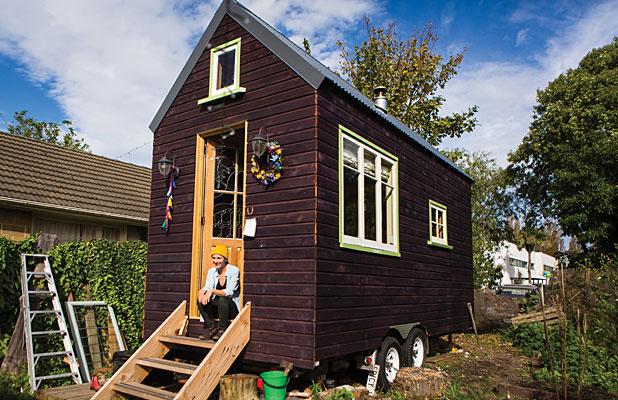 Domek je aktuálně zaparkovaný na zahradě jejího kamaráda